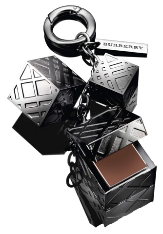 burberry_beauty_-_the_lip_charm