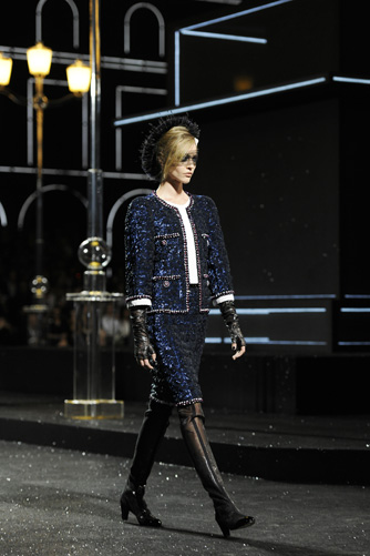 chanel-fall-winter-2011-12-haute-couture-show-05