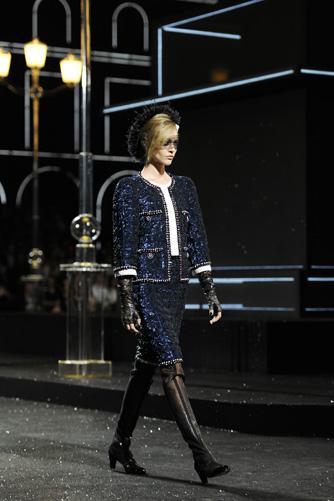 chanel-fall-winter-2011-12-haute-couture-show-05