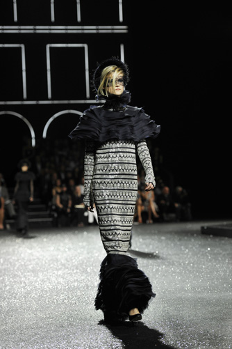 chanel-fall-winter-2011-12-haute-couture-show-13