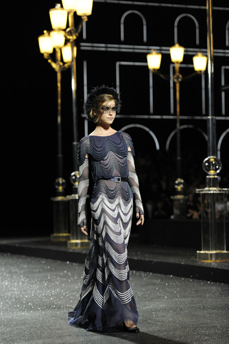 chanel-fall-winter-2011-12-haute-couture-show-16