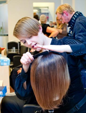 L'Oreal Professionelle DKMS LIFE Freude am Leben Haarprogramm für Krebspatientinnen