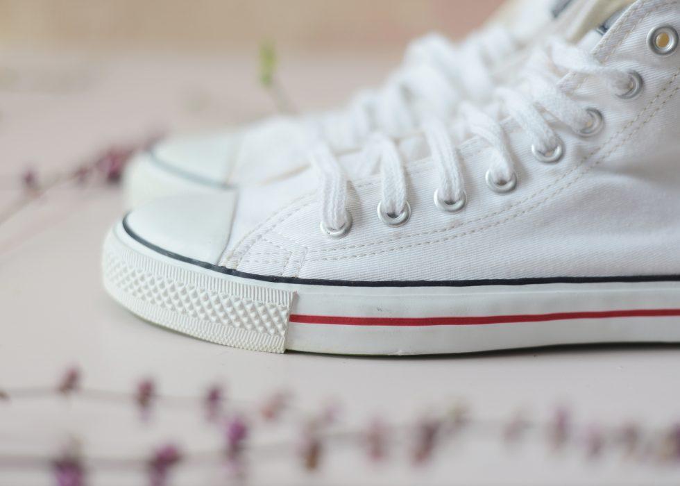 Klassischer Sneaker in weiß von Ethletic