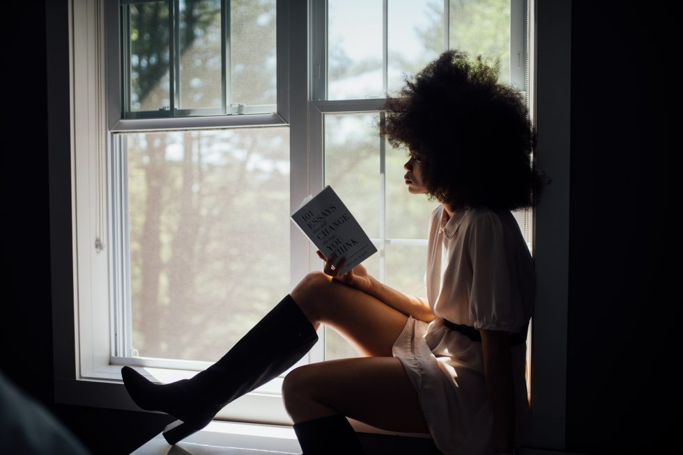 woman_reading_book